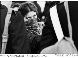 tano-damico-ragazza-e-carabinieri-roma-1977